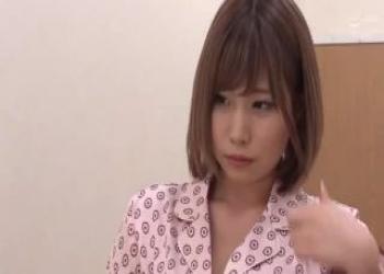 ショートカットヘアのかわいい茶髪ギャル、長谷川るいが入院中に興奮して誘惑しちゃう淫乱痴女ビッチだった