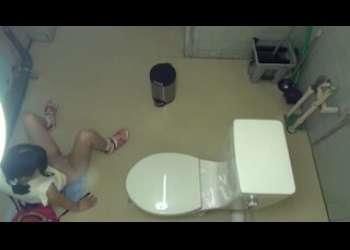 JS風の女の子がトイレに侵入してきたロリコンに盗撮レイプされてるヤバイやつアウロリ系すぎる