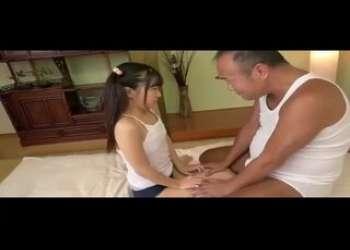ツインテールロリロリ小柄ロリパイパン貧乳JC風の女の子がめちゃくちゃロリコンおじさんに調教されフェラ抜きベロチューセックスは当たり前
