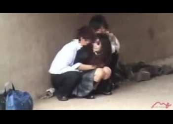 【盗撮】素人個人撮影が激写したJKカップル野外露出青姦セックス映像がリアルガチすぎるフェラ抜き立ちバック映像