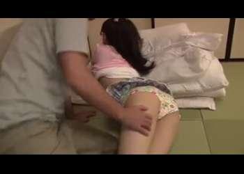 メガネロリっ子JCみたいな女児パンツ娘をロリロリ調教してる近親相姦行為