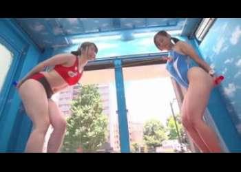 【マジックミラー号】素人ナンパでスポコス美女たち2人組を連れ込みエッチなことさせまくる乳首相撲素人企画モノ
