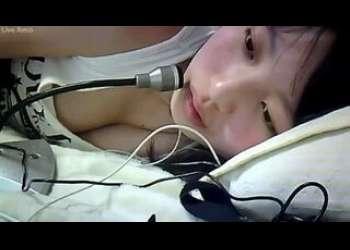 JCぽい超かわいい超特級ロリ美少女が上半身裸になって素人ライブチャット動画個人撮影生配信してる超激レアお宝映像