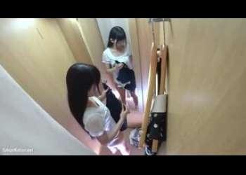 【盗撮】激かわ黒髪ロングヘア清楚系美少女の生着替えが隠し撮りされちゃってるリアルガチ試着室