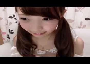 激かわツインテール美少女がニーハイパンチラ姿で素人ライブチャット動画個人撮影生配信