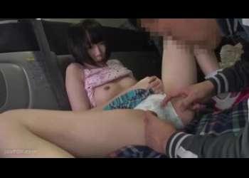 【拉致レイプ】車の中にJS風の小柄ロリ貧乳パイパンショートカットヘア少女を散れ込みセクハラレイプするロリコンおじさんのヤバイやつすぎる映像