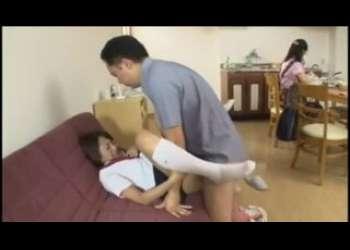家族と近親相姦セックスするのが当たり前のJK!夏目優希がお父さんと朝っぱらからパコりまくってる生ハメ生中出しOK痴女ギャルショートカットヘア