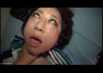 【閲覧注意】首絞めでガチアヘ顔セックスする黒パンストCA熟女の顔ヤバイやつwwww