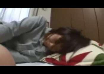 【個人撮影】激かわ素人女子が眠ってるパンチラ姿に興奮して夜這いレイプいたずらしちゃってそのままセックスしまくりJCみたいなロリっ子萌え~