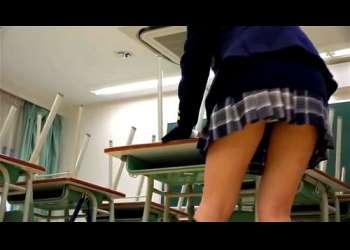 激かわ制服姿のブレザーJKが掃除の時間にパンチラしまくりむちむち太ももも細い脚も超えちえち盗撮目線高画質