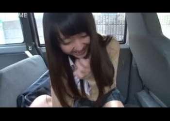 【援交】車の中でねっとりフェラ抜きしてくれるかわいい顔してミニスカートロリビッチJKパパ活