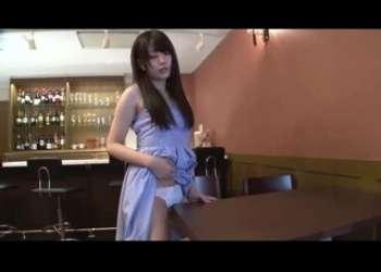 めっちゃかわいい清楚系美少女がお店でパンチラしながら角オナニーをしちゃう貧乳美女のおっぱい揉み
