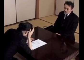 ♡「えっ…旦那の損害賠償金?」僕に抱かれたら免除できるかもよ…?弁護士に身体を差し出す未亡人…