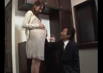 ♡「ゴメン…あなたの子供じゃないの…」息子の前で同級生に犯されて妊娠…妊娠中も中出しされる妊婦のまんこ