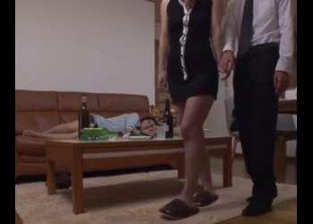 ♡「こっちでシよう♡」親友を泥酔させて旦那を寝取る淫乱ドS女…チンポ我慢させて待たせる痴女「我慢してたのね…♡」