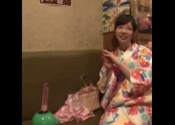 ♡浴衣の美少女に…このちんぽもどきを挿入してみませんか…♡マシンバイブでおマンコを満たしちゃう変態さんがいっぱい