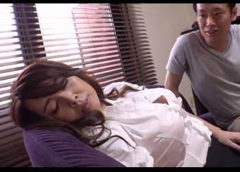 ♥昏睡レイプ「なんか眠いわ…5分だけ寝かせて♥」マグロのおまんこになったおばさんを突き捲って精子を搾りだしちゃう