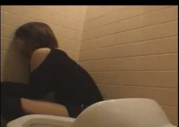 ♡泥酔レイプ※居酒屋トイレで酔いつぶれていた少女を犯しちゃう♡抵抗できずに挿入…ドピュぴゅぅっぅ