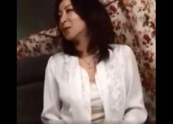 ♥奥さん下着見せて下さい…「わかりました…♥」快楽と謝礼の両得条件にOKしちゃう40代の特急不満おマンコ♥