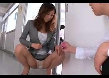 ♡「先生…おまんこ痙攣してるよ♡」授業中にリモコンバイブで調教される女教師…愛液溢れた膣にチンポ欲しがっちゃう