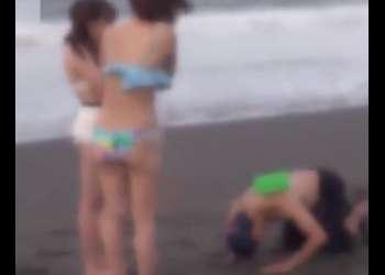 ♡海ナンパ「お願いします…僕とSEXして下さい♡…いいですよ」垂れ巨乳の女子大生はピンク乳首のパイパンおマンコ…カーSexでイキ狂い