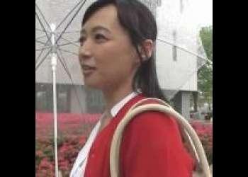 【熟女/安野由美】五十路人妻が童貞筆おろし!自分で腰をふりまくって悶絶!