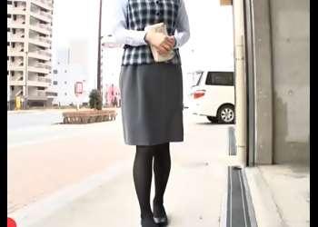 初心な眼鏡OLをハメちまったぜ(^^♪無料の足ツボマッサージって言葉に騙されたお姉さんを立ちバックで貫いちまうぜwwww