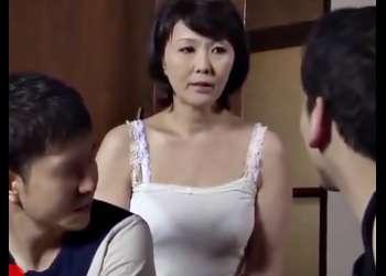〚円城ひとみ(^^♪〛おばさんのお色気スゴイ!性欲を溜めこんだ熟マ◎コが息子ツレの怒涛ピストンに嵌っちまうぜwwwwwwwwwwwwww
