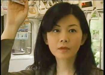 《浅井舞香》電車の中で男を感じながら割れ目を疼かせてると声を掛けられファックしまくる淫乱女!