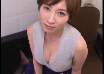 《奥田咲》こんな巨乳で可愛い人妻がサービスしてくれたらシコれる!張り出したおっぱいに優しいまなざしで見られ…