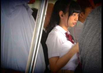 [桐谷まつり]純粋そうな顔立ちで巨乳の田舎から転校した美少女JKが電車の中で痴〇にあいそのまま快楽に落ちる…