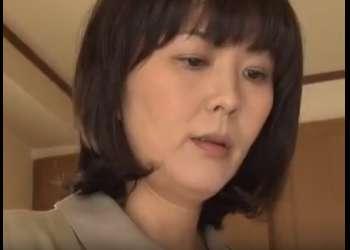 《円城ひとみ》薬を盛られ犯された母親は息子に再度肉棒を求め近親ファック…
