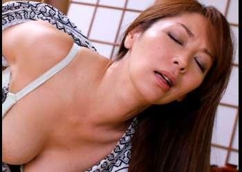 《翔田千里》嫁の母も魅力に肉棒は暴走!ビンビンに勃起してパコパコ禁断のセックスw