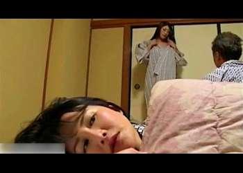 【浅井舞香+小早川怜子】スワッピングをしたら旦那が超ノリノリでムカついてる奥さま!もう性欲が止まりません!