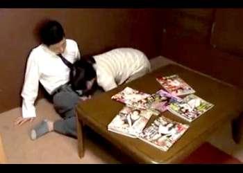 【ヘンリー塚本+浅井舞香+熟女】熟女エロ本を見てチンポコを勃起させた息子の友人!お母さんがフェラチオしてしまいます【母親+同級生】