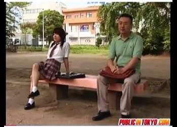 【ヘンリー塚本】学校帰りのアウロリJKと先生!公園の公衆トイレでやってました。