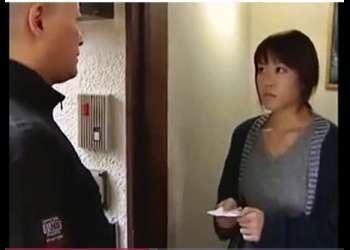 【横内利香(横山翔子)+染島貢】いきなり家に押しかけて来た近所の男がラブレターを渡します!奥さまが断ったら、豹変して強姦レイプしてしまいます。