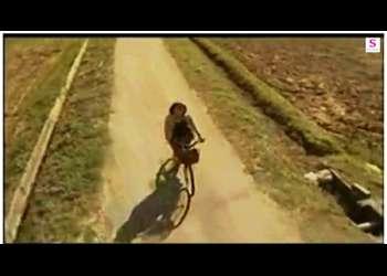 【ヘンリー塚本】これはやばい昭和の農道!自転車で走って来た奥さまが不倫相手と青姦してます。