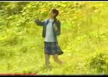 【小林かすみ】美しい野山の中を歩く可愛いロリータ美少女です!継父と肉体関係がありました。