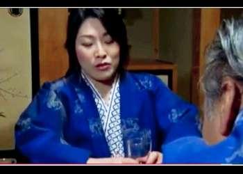 【白鳥寿美礼+幸野賀一+羽目白武+浅井舞香+染島貢】会社の慰安会で酒を飲みすぎたドスケベ奥さま!おっさんたちと乱交します。