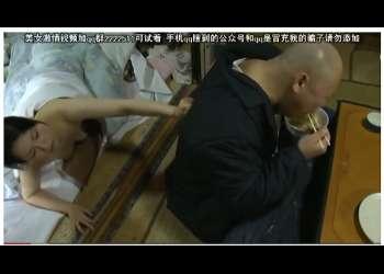 【桐島秋子×ミートボール吉野】ラーメン屋の店主と奥さまの昼休みです!旦那がご飯を食べてるのに好き者奥さまが布団に入っておねだりです。