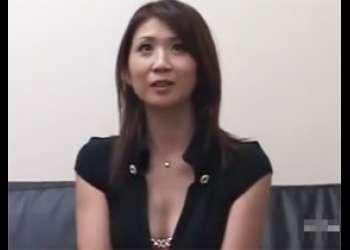 チンポを見ると弄らずにはいられない人妻 吉岡奈々子 35歳