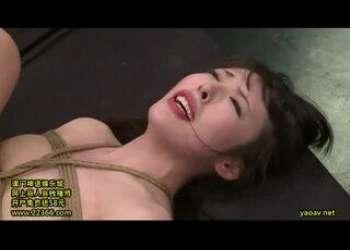 黒木いくみ◆緊縛された状態で2穴をピストンされる変態貧乳女!口にもぶち込まれ全ての穴が塞がってしまう