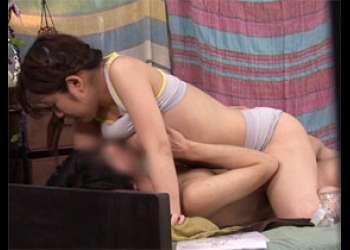 密着マッサージ体験で友達関係の男女が肉体関係に変わる瞬間