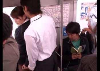 【強姦】「助けて誰かぁ…」痴漢魔に襲われる美女OL!助けを求める悲痛なは誰にも届かず、次々と辱しめに加わる乗客達…。