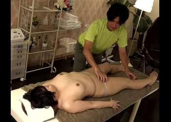 【奥様×揉みしだく】豊おっぱい揉みしだくで施術師をお誘い☆盛りのついた完熟マンコに膣内ぶっかけをねだるエッチなBBA…