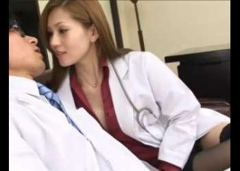 セクシー美女医師がまさかの生だし懇願!?自慰を目撃してしまったボクはある日突然呼びだされ…喰べられちゃいましたww