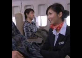 寝ている搭乗客を見ると興奮を抑えられずつい触りたくなっちゃう淫乱CA!?新しい機内サービスと嘘突き…!?(麻生希)