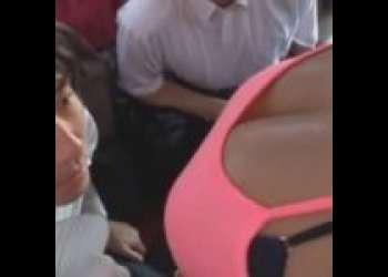 【強姦】バスに駆け込んできた巨大巨乳ビッチの汗だくの艶かしい身体に抑制出来ずに巨乳鷲掴み!ドSな乗客達の集団強姦!