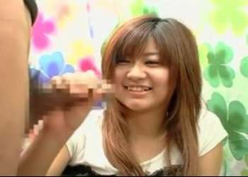赤面手コキ 21歳おっとり系女子大生がフェラ!おっぱい揉みまで受け入れて手コキでザーメン発射させてあげる♡